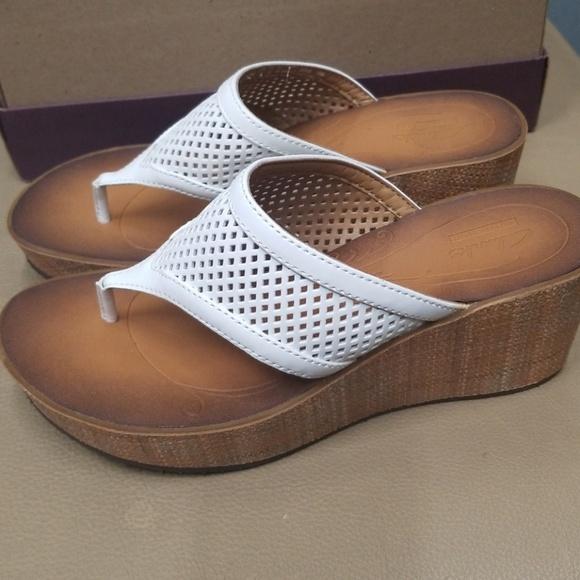 b766672b0045 Clarks sandals